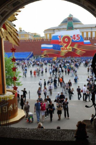 Moscou - La place rouge depuis l\'entrée du Tsum